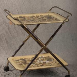 Carrello a due vassoi in metallo con decoro a conchiglie