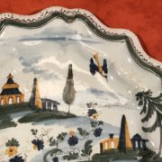 Piatto in maiolica con decoro al ponticello Antonibon Settecento