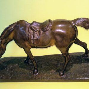 scultura di cavallo in bronzo James Hunt